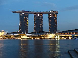 hotel Marina Bay Sands in the evening